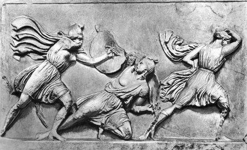 Скопас. «Амазономахия». Фрагмент скульптуры фриза Галикарнасского мавзолея. Мрамор. Ок. 350 до н. э. Британский музей. Лондон. Амазонки.