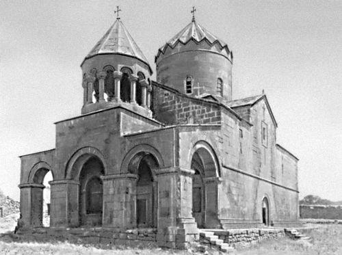 Церковь Георгия в Мугни. 1661—69. Зодчие Саак Хизанский и Мурат. Армянская Советская Социалистическая Республика.