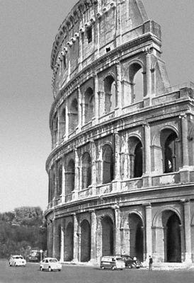 Колизей в Риме. Италия. 1 в. н.э. Архитектура.