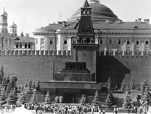 Архитектура В. Щусев. Мавзолей В. И. Ленина в Москве. 1924—30. Архитектура.