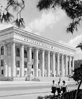 Баку. Музей В. И. Ленина. 1960. Архитектор Г. А. Меджидов. Баку.