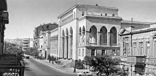 Баку. Республиканская публичная библиотека им. М. Ф. Ахундова. 1960. Архитектор М. А. Усейнов. Баку.