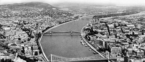 Будапешт. Общий вид города. Слева — столичный район Буда, на переднем плане — гора Геллерт, справа — столичный район Пешт. Будапешт.