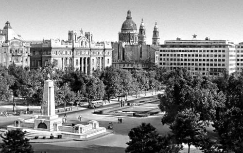 Будапешт. Площадь Свободы с памятником советским воинам. Будапешт.