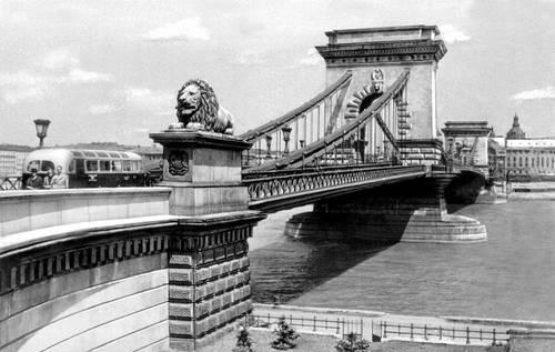 Будапешт. «Цепной мост». 1839—49. Инженеры У. Т. и А. Кларк. Будапешт.