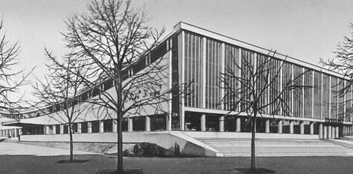 Магазин «Суперсам». 1962. Архитекторы М. Красиньский и Е. Хрыневецкий, иженер Варшава Залевский. Варшава.