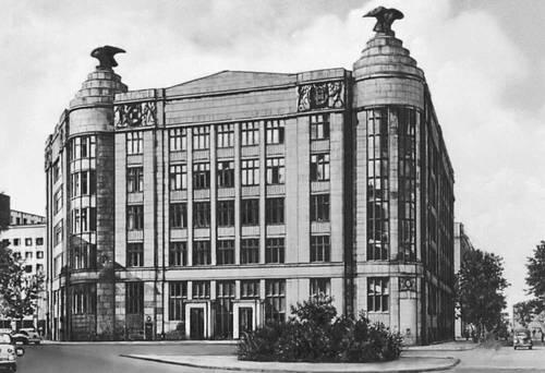 Банк кооперативных обществ. 1912— 17. Архитектор Я. Хёйрих-младший. Варшава.