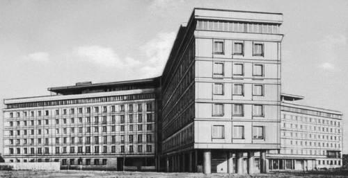Главное статистическое управление. 1948—54. Архитектор Р. Гутт. Варшава.