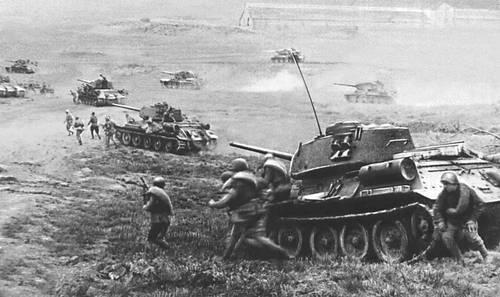 Танки наступают под Одессой. 3-й Украинский фронт. Апрель 1944. Великая Отечественная война Советского Союза 1941-45.