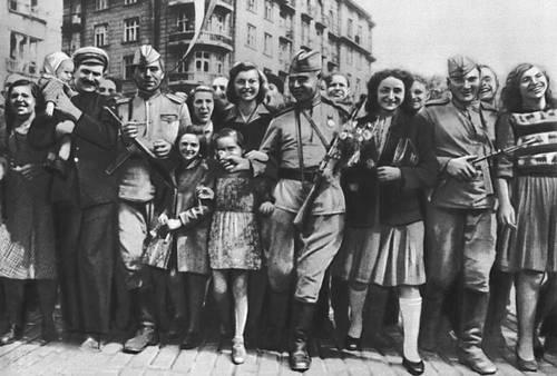 Советские солдаты в Софии. Сентябрь 1944. Великая Отечественная война Советского Союза 1941-45.
