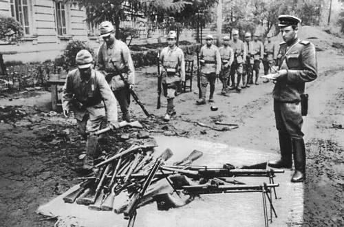 Японские солдаты сдаются в плен. Великая Отечественная война Советского Союза 1941-45.