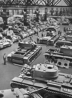 На одном из танковых заводов. Великая Отечественная война Советского Союза 1941-45.