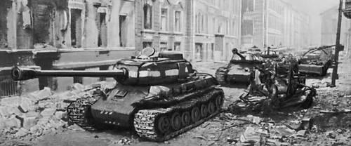 Советские танки на улицах Берлина. Апрель 1945. Великая Отечественная война Советского Союза 1941-45.