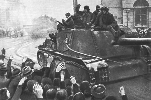 Советские войска вступают в Лодзь. Январь 1945. Великая Отечественная война Советского Союза 1941-45.
