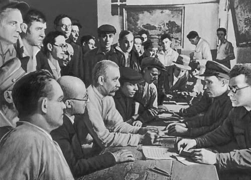 Москвичи записываются в народное ополчение. Лето 1941. Великая Отечественная война Советского Союза 1941-45.