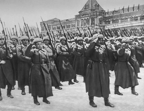 Парад 7 ноября 1941 на Красной площади в Москве. Великая Отечественная война Советского Союза 1941-45.