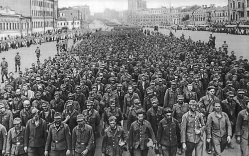 Немецкие военнопленные на улицах Москвы. 1944. Великая Отечественная война Советского Союза 1941-45.