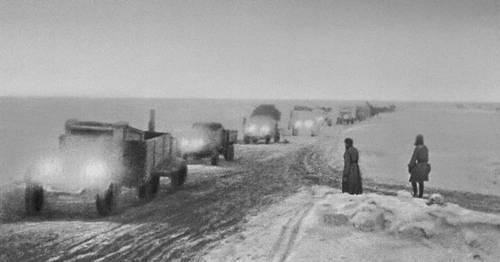 «Дорога жизни» через Ладожское озеро. 1942. Великая Отечественная война Советского Союза 1941-45.