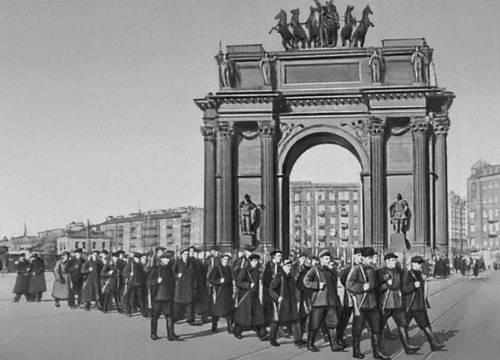 Отряды ленинградских рабочих отправляются на фронт. 1941. Великая Отечественная война Советского Союза 1941-45.