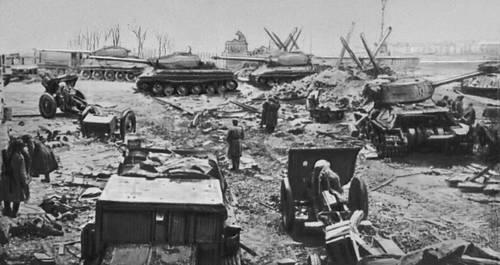 На берегу р. Шпре в центре Берлина. Апрель 1945. Великая Отечественная война Советского Союза 1941-45.