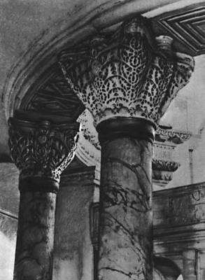 Византия. Церковь св. Сергия и Вакха в Константинополе. 526—527. Капители и архитрав. Византия.