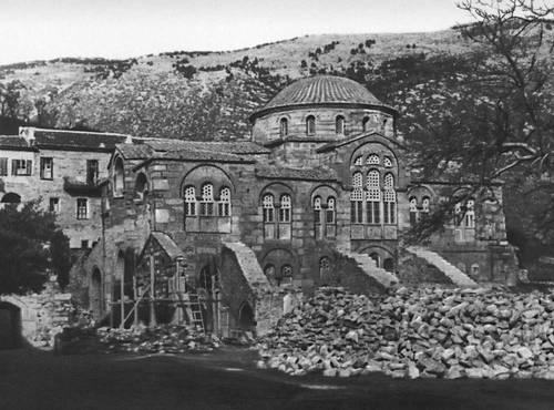 Византия. Монастырь Хосиос Лукас в Фокиде. 11 в. Храм Католикон. Общий вид. Византия.