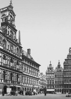 Площадь Гроте-Маркт в Антверпене: слева — ратуша (1561—65, архитектор К. Флорис), справа — гильдейские дома (16 в.). Возрождение (Ренессанс).
