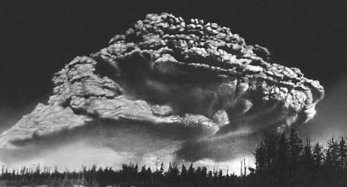 Вулканы. Вулканский тип извержения (вулкан Безымянный, Камчатка). Вулкан.
