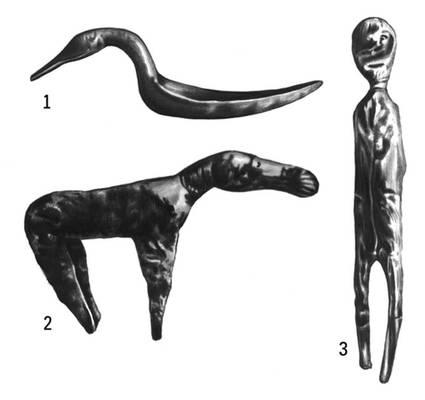 Деревянные изделия из Горбуновского торфяника: 1 — ложка с головой лебедя; 2 — фигурка самки лося; 3 — идол. Горбуновский торфяник.