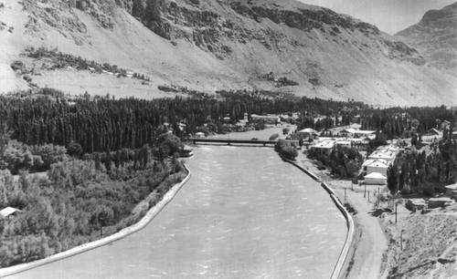 Река Гунт в г. Хорог. Горно-Бадахшанская автономная область.