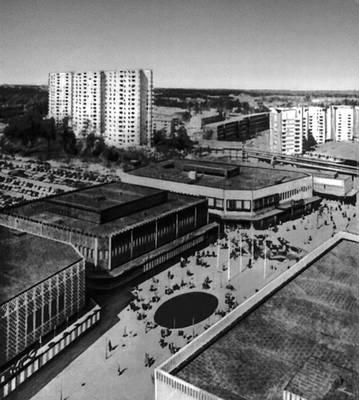 С. Бакстрём и Л. Рейниус. Общественно-торговый центр в жилом районе Фарста в пригороде Стокгольма. 1961. Градостроительство.