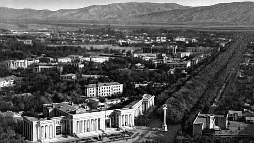 Н. В. Баранов, В. А. Гайкович и др. (авторы генплана 1937). Центральная часть Душанбе, застроенная преимущественно в 1930—40-е гг. Градостроительство.