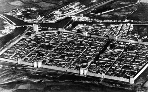 Средневековый город Эг-Морт во Франции. Аэрофотосъёмка. Градостроительство.