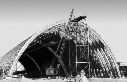 Возведение деревянных конструкций покрытия складского здания (клеёные арки пролётом 45 м). Деревянные конструкции.