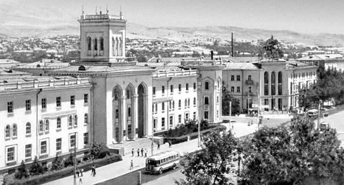 Душанбе. Здание музей им. Бехзада. Душанбе.
