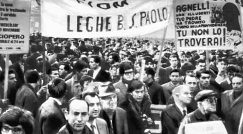 Демонстрация участников забастовки в Турине во время всеобщей забастовки трудящихся Италии. 1969. Забастовка.