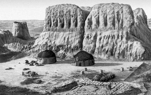 Замок Тешик-Кала в Хорезме (Узбекская ССР). 6 в. Замок (укрепленное жилище феодала).