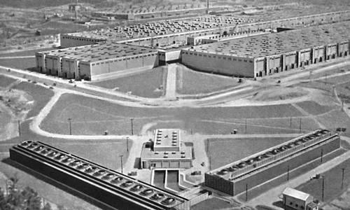 Рис. 2. Газодиффузионный завод для производства <sup>235</sup>U в Ок-Ридже (США). Изотопов разделение.