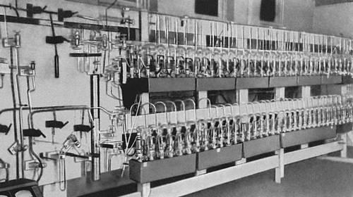 Рис. 4. Разделительная установка, работающая на противопоточной масс-диффузии. Изотопов разделение.