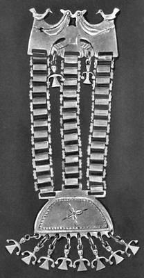 Нагрудное украшение. Серебро. Индейцы арауканы (Чили). Музей американских индейцев. Нью-Йорк. Индейцы.