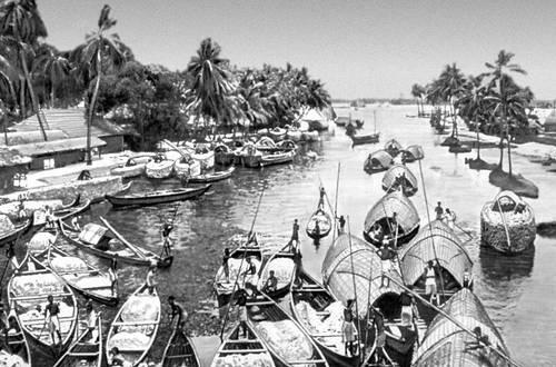 Прибрежное судоходство в Южной Индии около г. Кочин (Коччи). Индия.