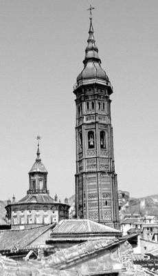 Колокольня церкви Санта-Мария в Калатаюде. Конец 15 в. Испания.