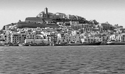 Портовая часть г. Ивиса на острове Ивиса (Балеарские острова). Испания.