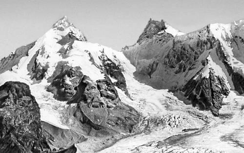 Главный хребет Большого Кавказа к востоку от Эльбруса. Кавказ.