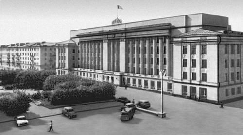 Дом Советов. 1946. Архитектор Е. И. Громаковский. Киров (центр Кировской обл.).
