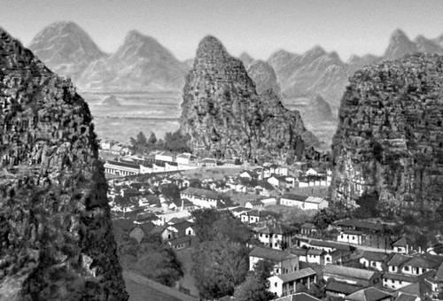 Гуйлинь. Вид на город в долине р. Гуйцзян. Китай.