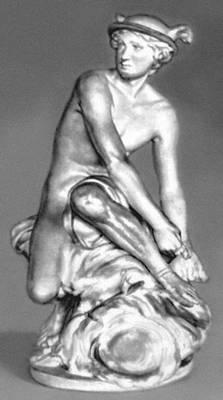 Ж. Б. Пигаль. «Меркурий, завязывающий сандалию». Мрамор. 1744. Лувр. Париж.