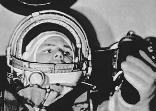 Ю. А. Гагарин в космическом корабле. Космонавтика.