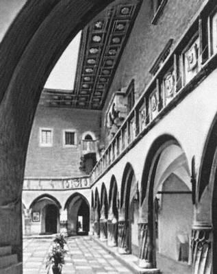 Внутренний двор «Коллегиума Майус» (здание Ягеллонского университета). 1492—97. Краков.