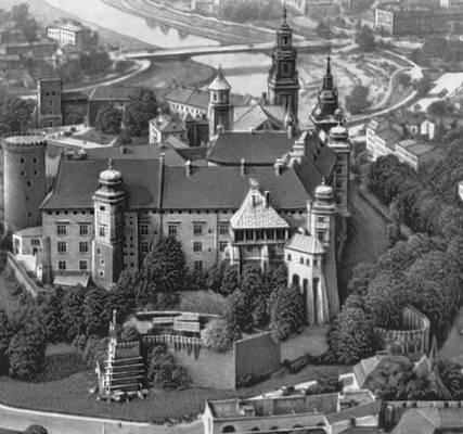 Королевский замок на Вавеле (13—17 вв.). Вид северной стороны. Краков.